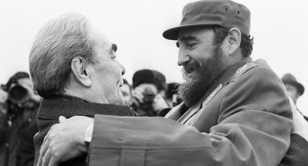 Fidel Castro y Leonid Brézhnev, líder de la URSS, durante la visita del líder cubano a Moscú