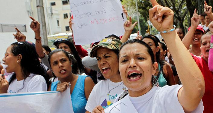 Las partidarias del presidente Nicolás Maduro durante las manifestaciones en Caracas