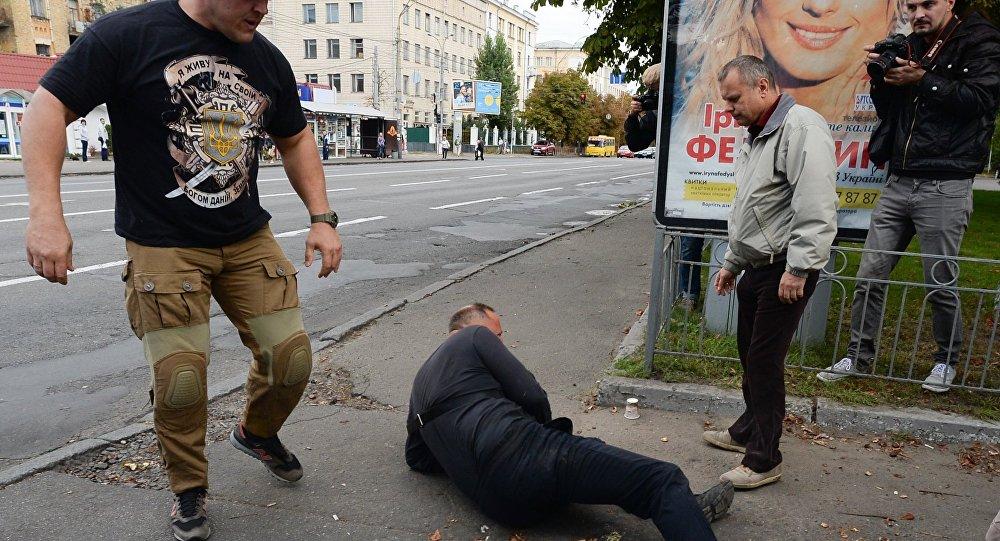 Los nacionalistas ucranianos cerca de la embajada rusa en Kiev
