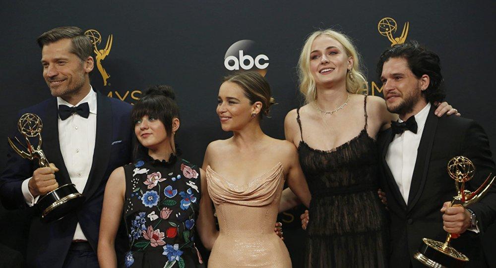 Actores de la serie 'Juego de Tronos' reciben el premio Emmy