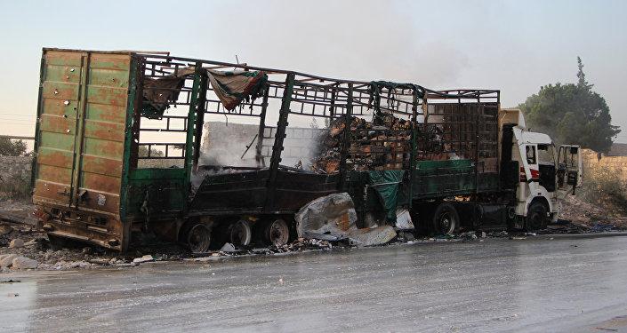 Camión con ayuda humanitaria destruido al noroeste de Alepo, Siria