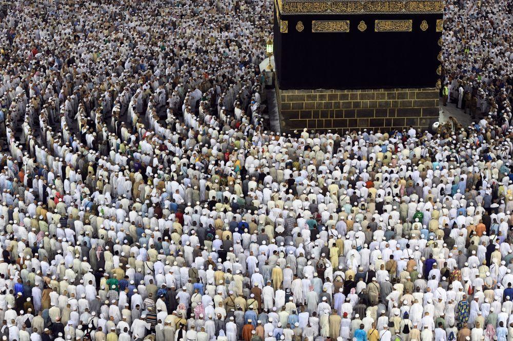 Fieles reunidos alrededor de la Kaaba, durante el Hach —peregrinación anual de los musulmanes a La Meca—, el 18 de septiembre.