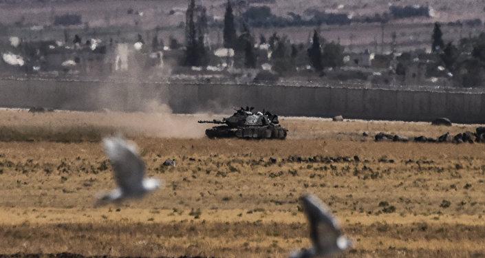 Un tanque turco vuelve de Siria