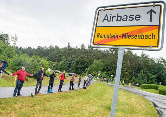 Manifestación local en contra de la base militar de EEUU en Ramstein-Miesenbach, Alemania