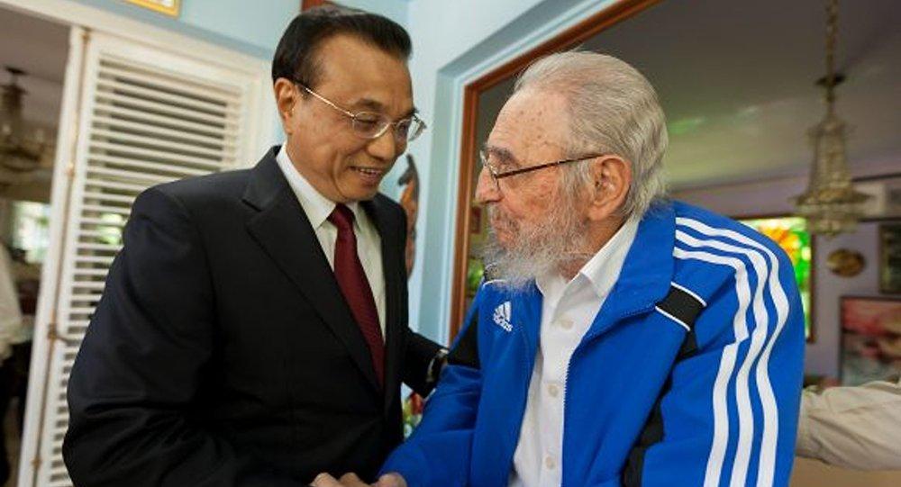 El primer ministro de China, Li Keqiang, y el expresidente cubano, Fidel Castro