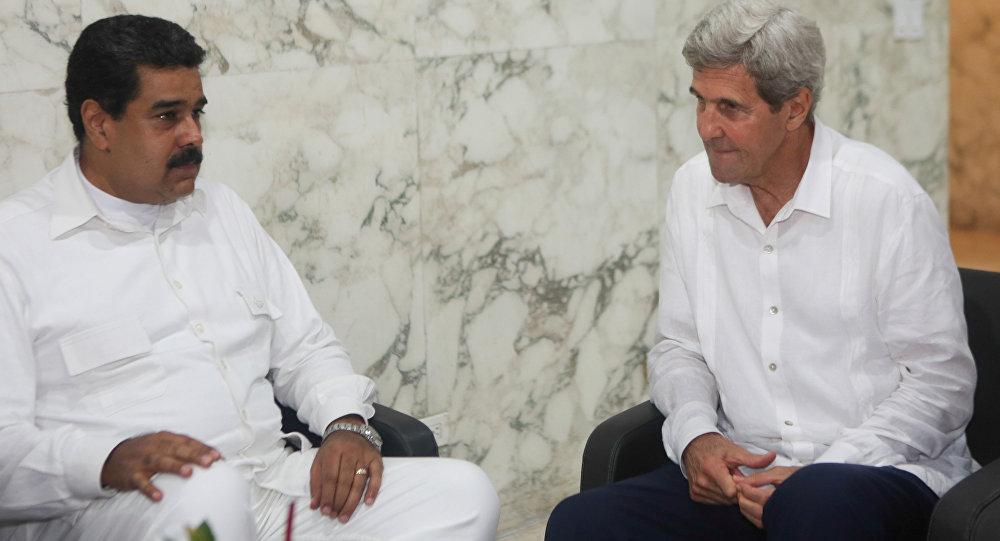 Nicolás Maduro, presidente de Venezuela, y John Kerry, secretario de Estado de EEUU