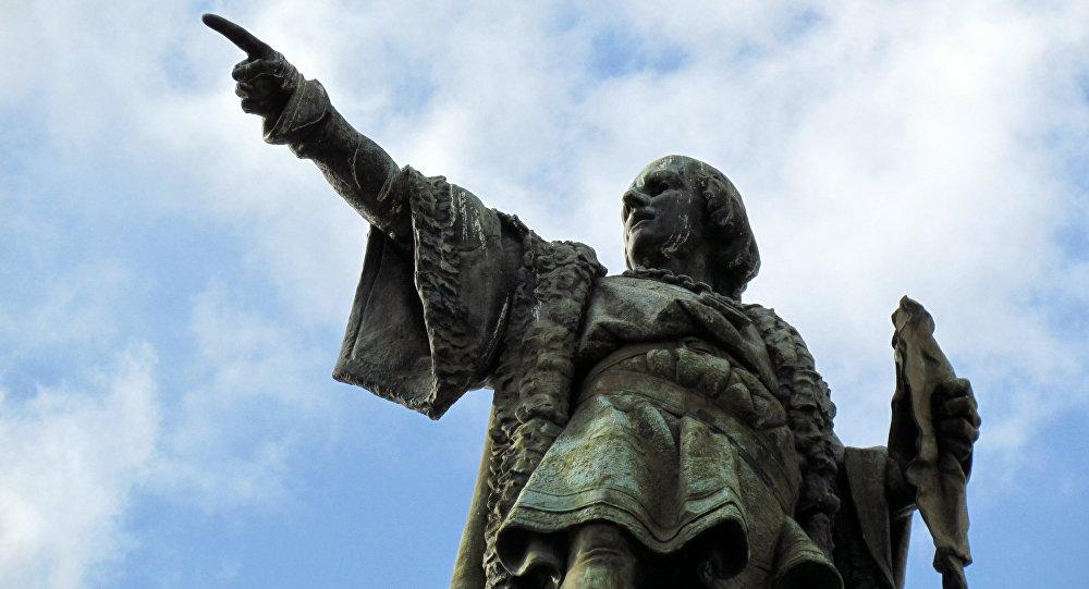 La estatua del conquistador Cristobal Colón en Barcelona