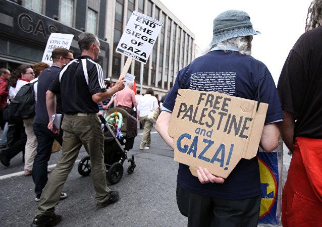 Activistas protestan contra el ataque israelí contra la flotilla de libertad en 2010