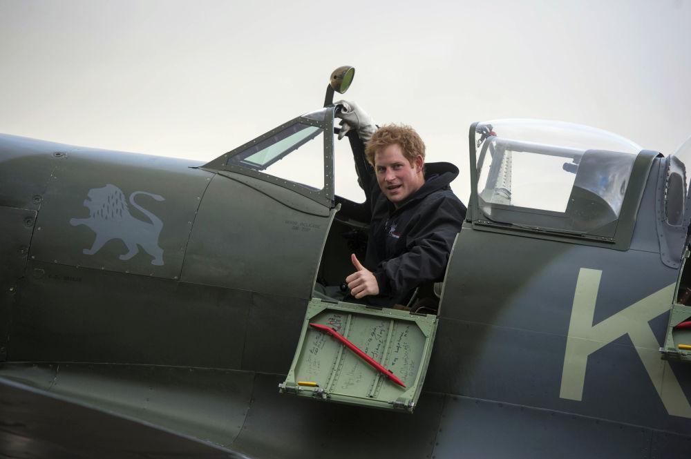 El príncipe británico Harry, a los mandos de un avión caza Supermarine Spitfire
