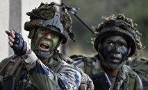 Soldados franceses durante las maniobras
