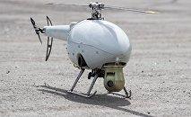 Un helicóptero teledirigido TB-20E