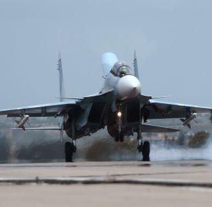 Avión Su-30 en la base aérea de Hmeymim en Siria