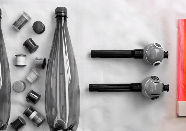 Un bolígrafo 3D para 'dibujar' con botellas de plástico
