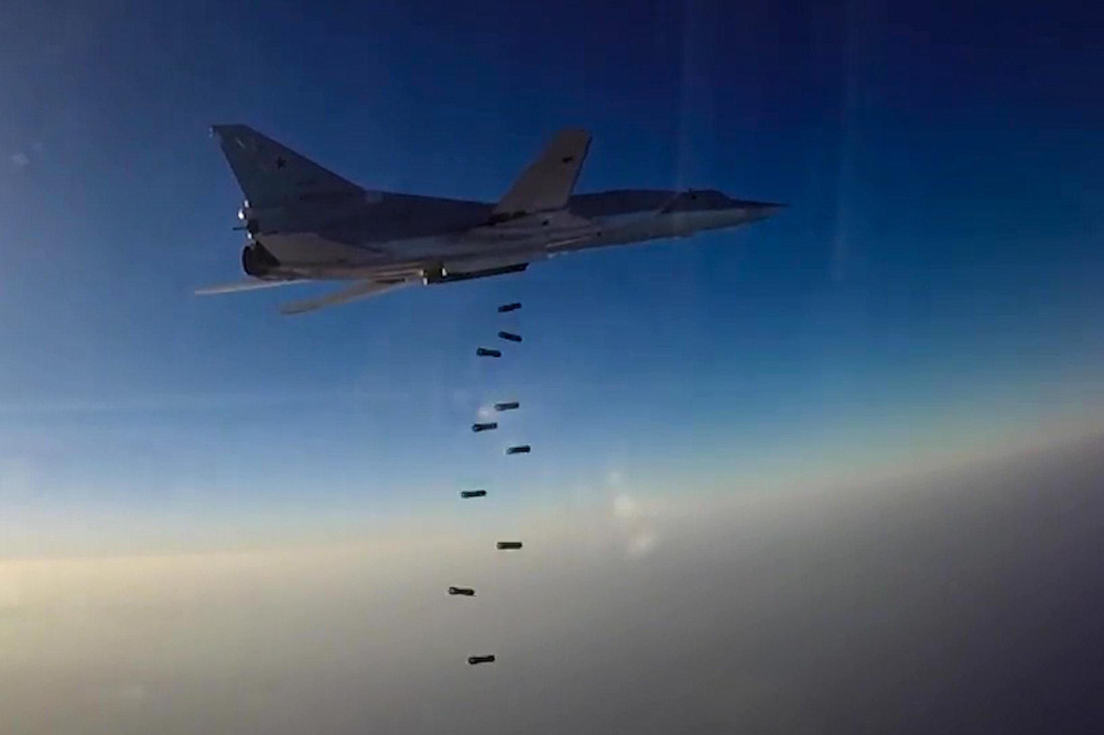 Ataque aéreo del Tu-22M3 contra los objetivos terroristas en Siria