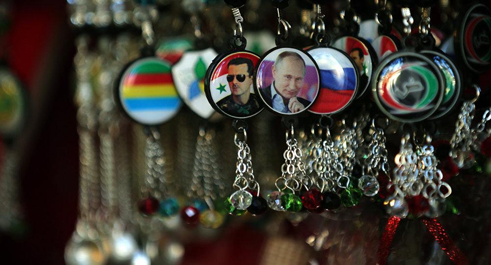 Llaveros con los retratos de Putin y Asad en una tienda de Damasco