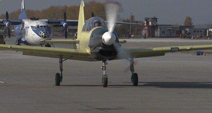 El espléndido avión Yak-152 surca por primera vez los cielos