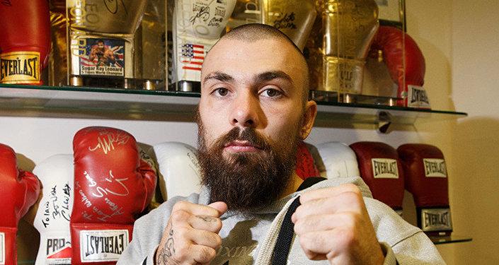 el boxeador Mike Towell