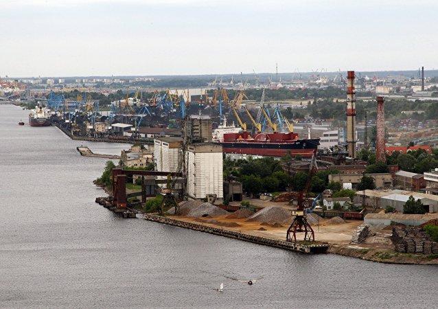 El puerto de Riga, Letonia