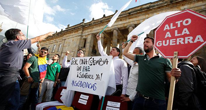 Los estudiantes durante una manifestación en apoyo de los acuerdos de paz entre las FARC y el Gobierno de Colombia