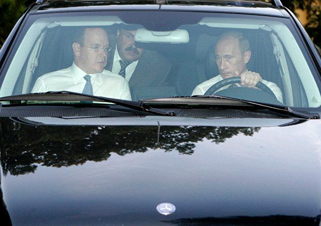 Vladímir Putin y el príncipe soberano de Mónaco, Alberto II (archivo)