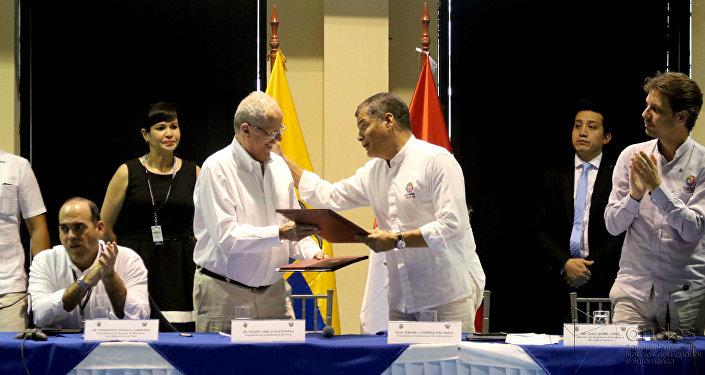 Presidente de Perú Pedro Pablo Kuczynski y presidente de Ecuador Rafael Correa