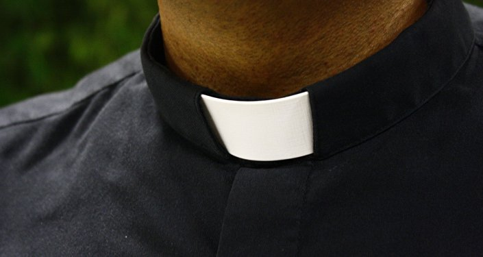 Un sacerdote (imagen referencial)