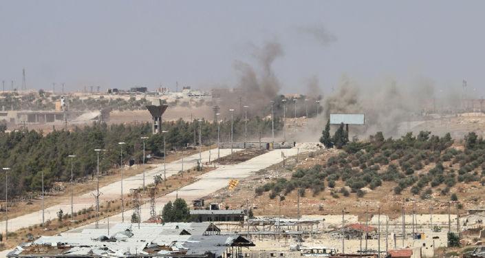 El humo cerca del camino de Castelo en Siria