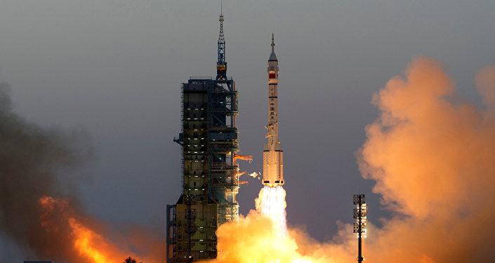 El lanzamiento de la nave espacial Shenzhou-11