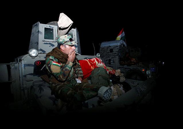 Combatientes de peshmerga durante las preparaciones del ataque en Mosul, Irak