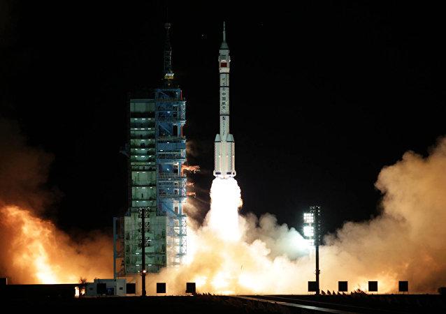 Lanzamiento de la nave espacial china (archivo)