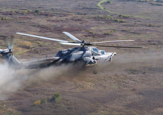 El helicóptero de asalto Mi-28N Cazador nocturno durante los vuelos de entrenamiento.