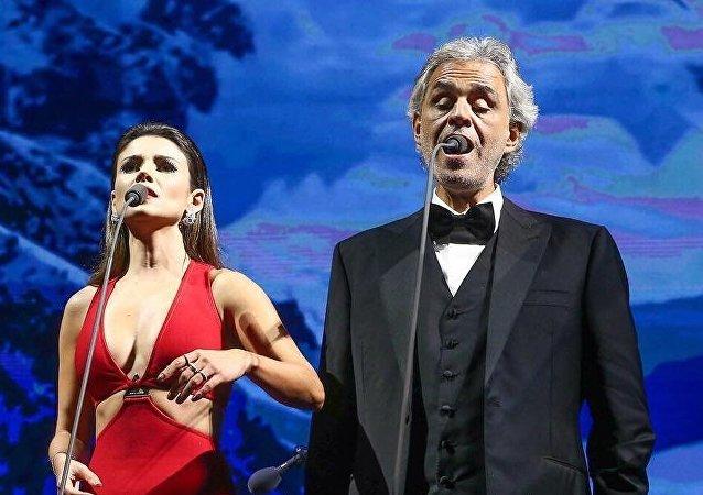 Paula Fernandes y Andrea Bocelli