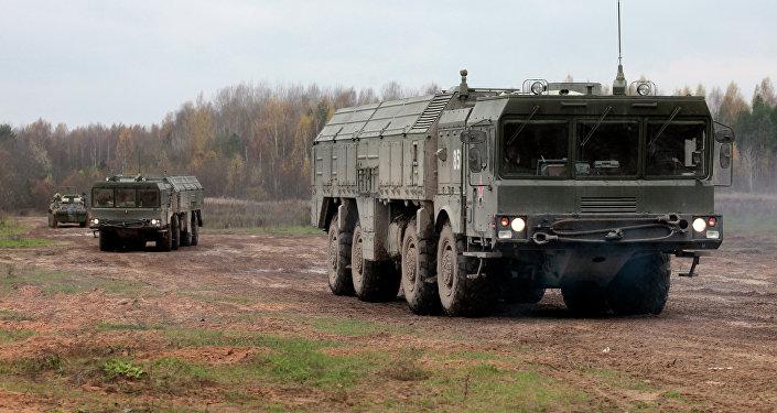 Los misiles rusos Iskander-M 'destruyen' el aeródromo enemigo