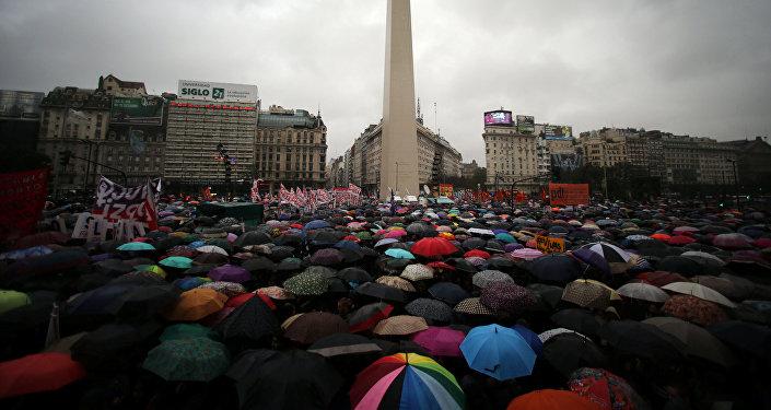 Multitudinaria marcha en Buenos Aires contra la violencia de género