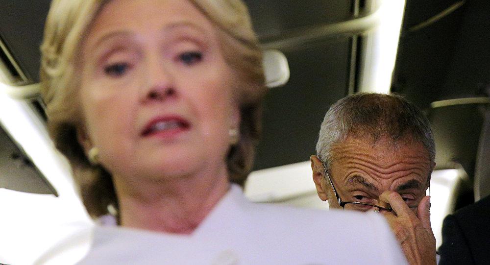 La candidata demócrata, Hillary Clinton, y el jefe de la campaña, John Podesta
