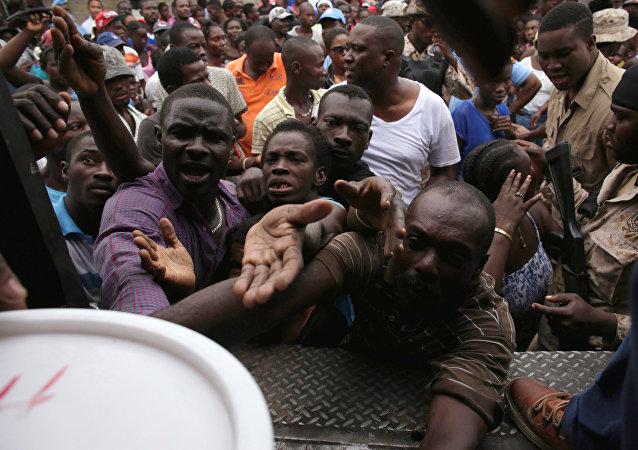 Los haitianos reciben ayuda tras el huracán Matthew