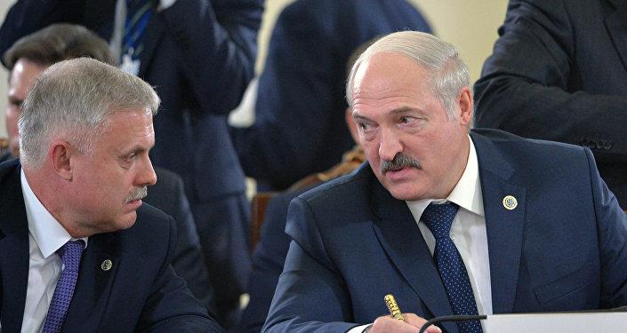 El secretario del Consejo de Seguridad de Bielorrusia, Stanislav Zas, y el presidente del país, Aleksandr Lukashenko