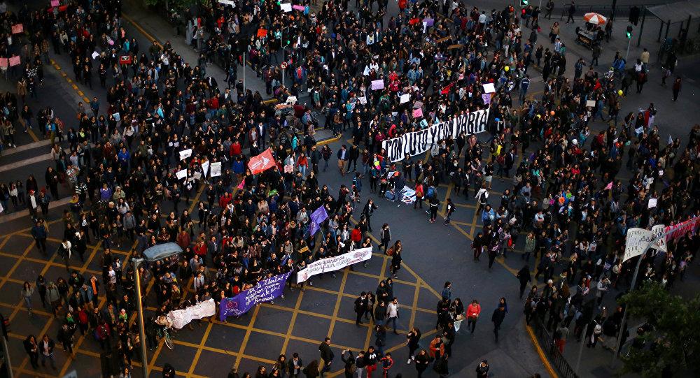 Marcha contra la violencia de género en Santiago, Chile, en 2016