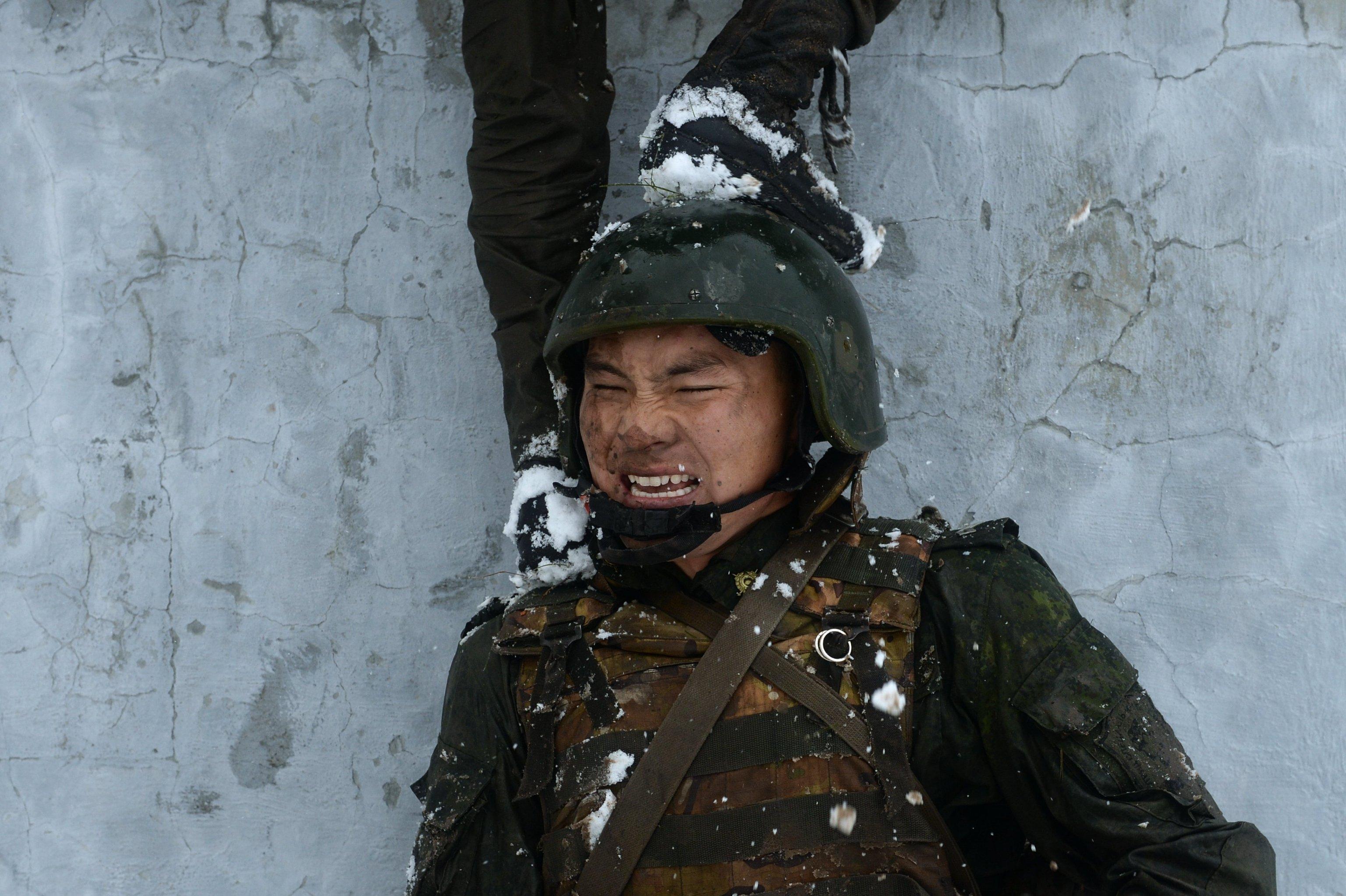 Miembro de  la división especial del Servicio Federal de la Guardia Nacional de Rusia durante las pruebas
