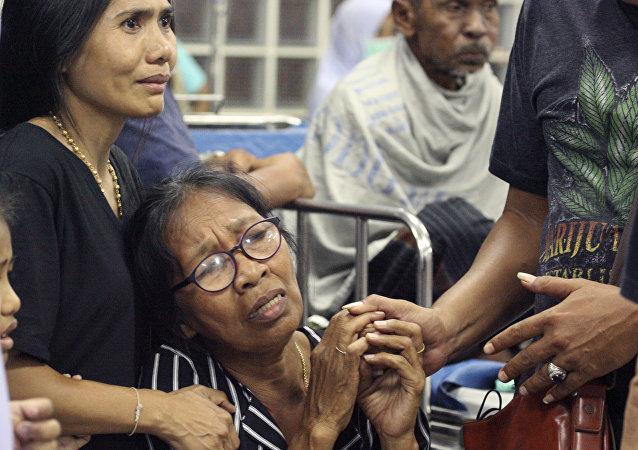 Familiares de las víctimas de la explosión en Tailandia