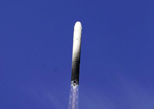 Lanzamiento de un misil balístico RS-18 (archivo)