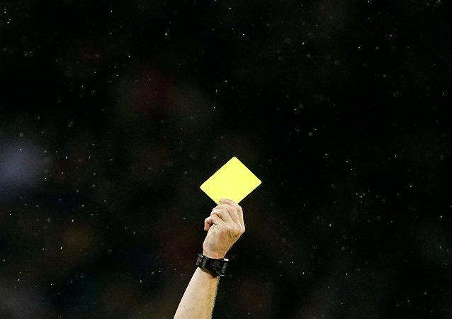 Una tarjeta amarilla