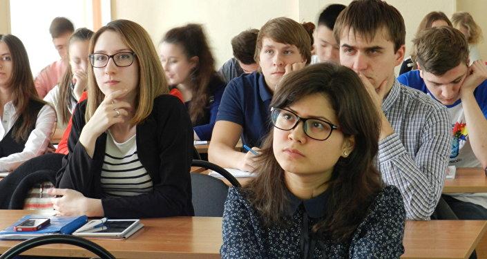 Estudiantes de Escuela Superior de Economía en Moscú