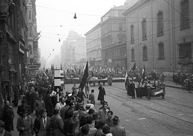 Marcha de protestas en Hungría en 1956