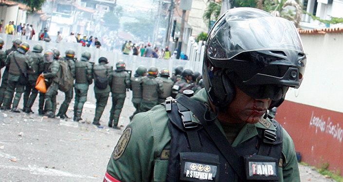 Un efectivo de la Guardia Nacional de Venezuela, herido durante los disturbios