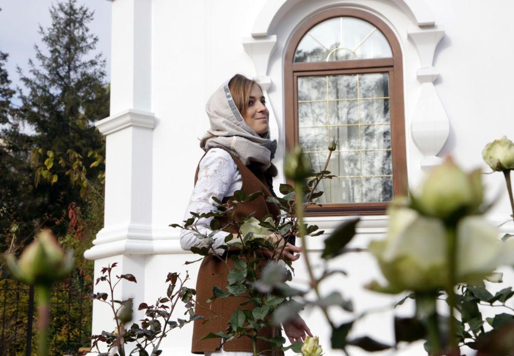 El 26 de octubre al lado del edificio de la Fiscalía de Crimea en Simferópol la diputada de la Duma de Estado Natalia Poklónskaya abrió una capilla En Honor a los Santos Mártires Reales de Nicolás II y su Familia