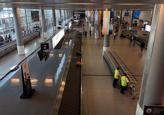 El Aeropuerto Internacional El Dorado en Bogotá, en Colombia
