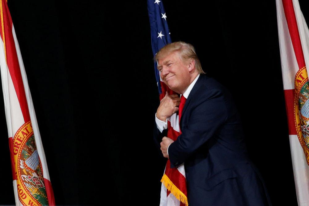El candidato presidencial estadounidense del Partido Republicano, Donald Trump durante una reunión con sus seguidores en Tampa, Florida