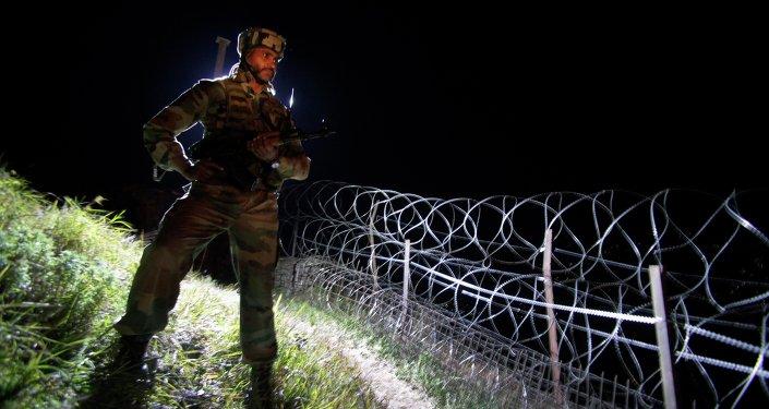 Un soldado de la India en Cachemira, frontera indio-pakistaní (archivo)