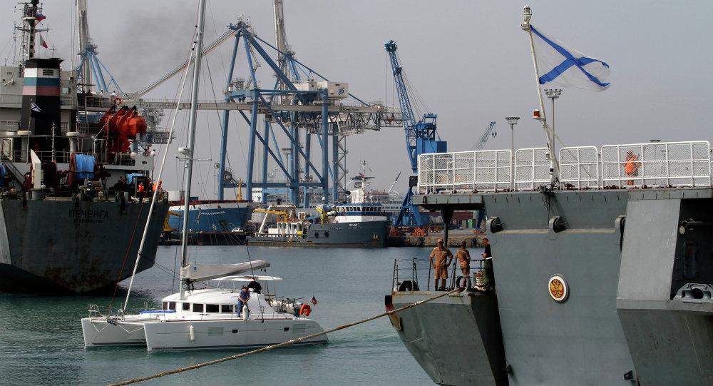Buque de la Armada rusa en un puerto de Chipre (archivo)